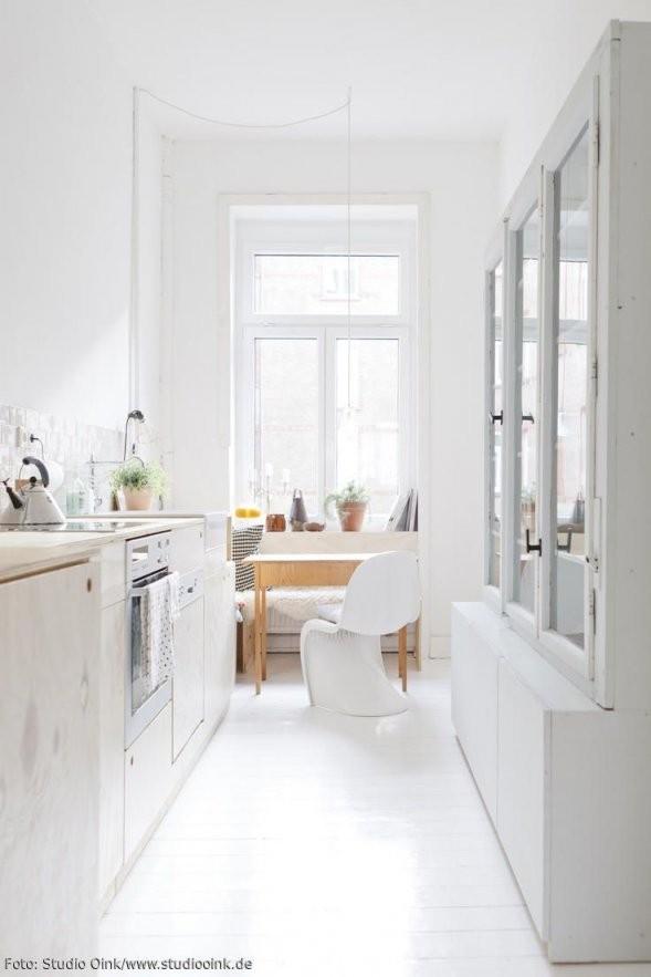 Schmale Küche In Einem Altbau  Designklassiker  Lieblingsmöbel von Kleine Schmale Küche Einrichten Bild