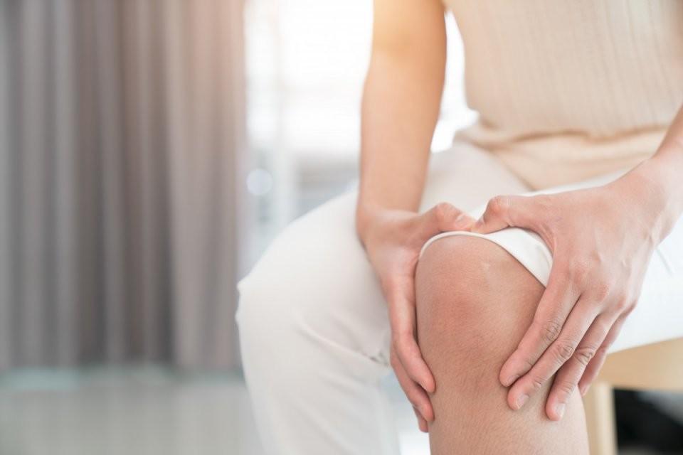 Schmerzen Im Knie von Knieschmerzen Beim Treppe Runter Gehen Photo