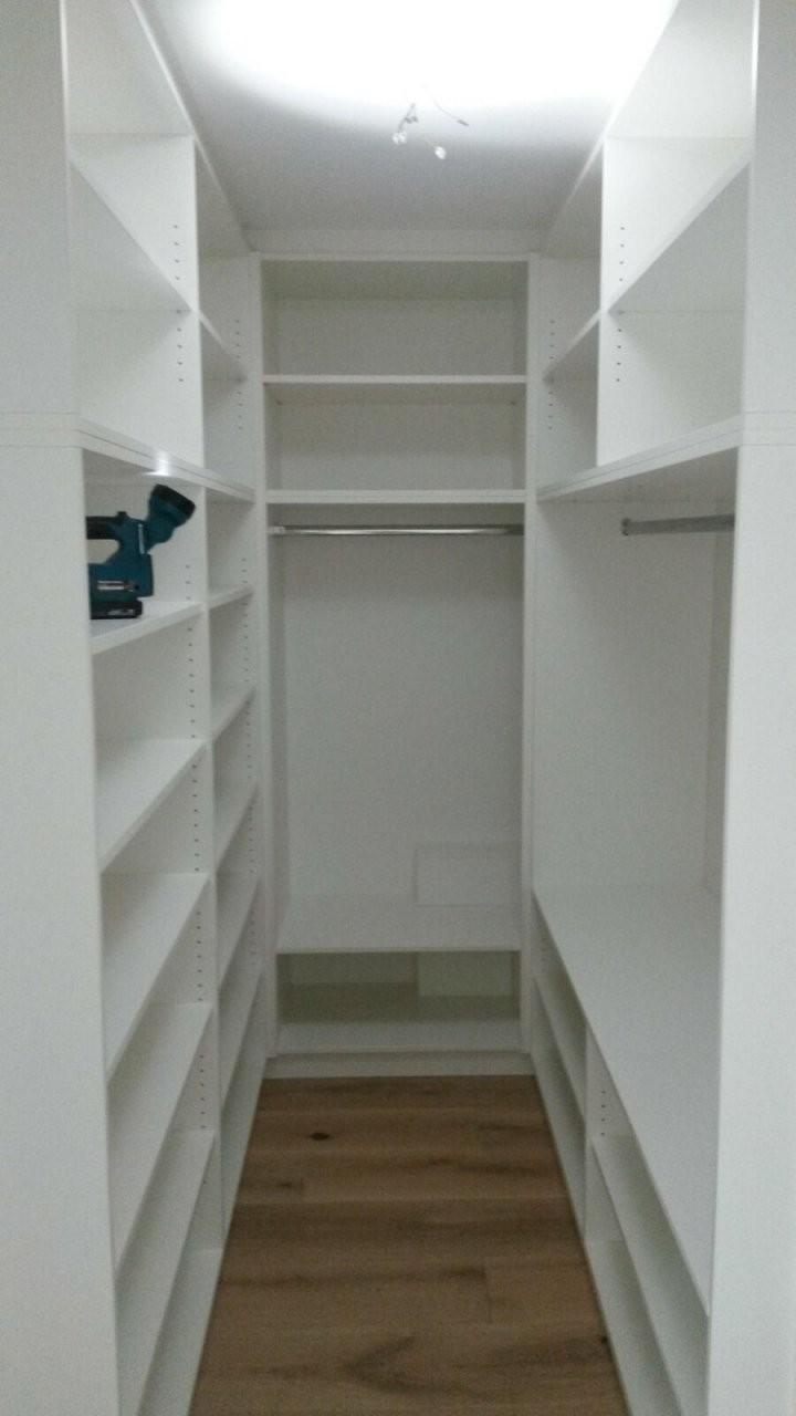Schön Begehbarer Kleiderschrank Kleiner Raum  Organize  Begehbarer von Begehbarer Kleiderschrank Kleines Schlafzimmer Bild
