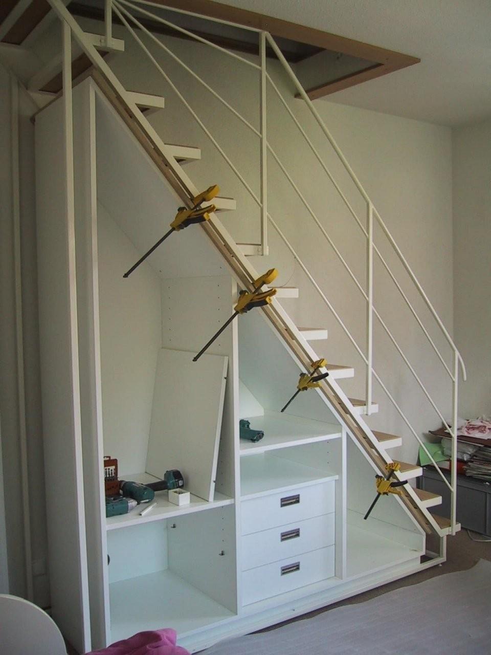 Schrank Unter Der Treppe Maßgeschneiderte  Idfdesign von Schuhschrank Unter Der Treppe Bild