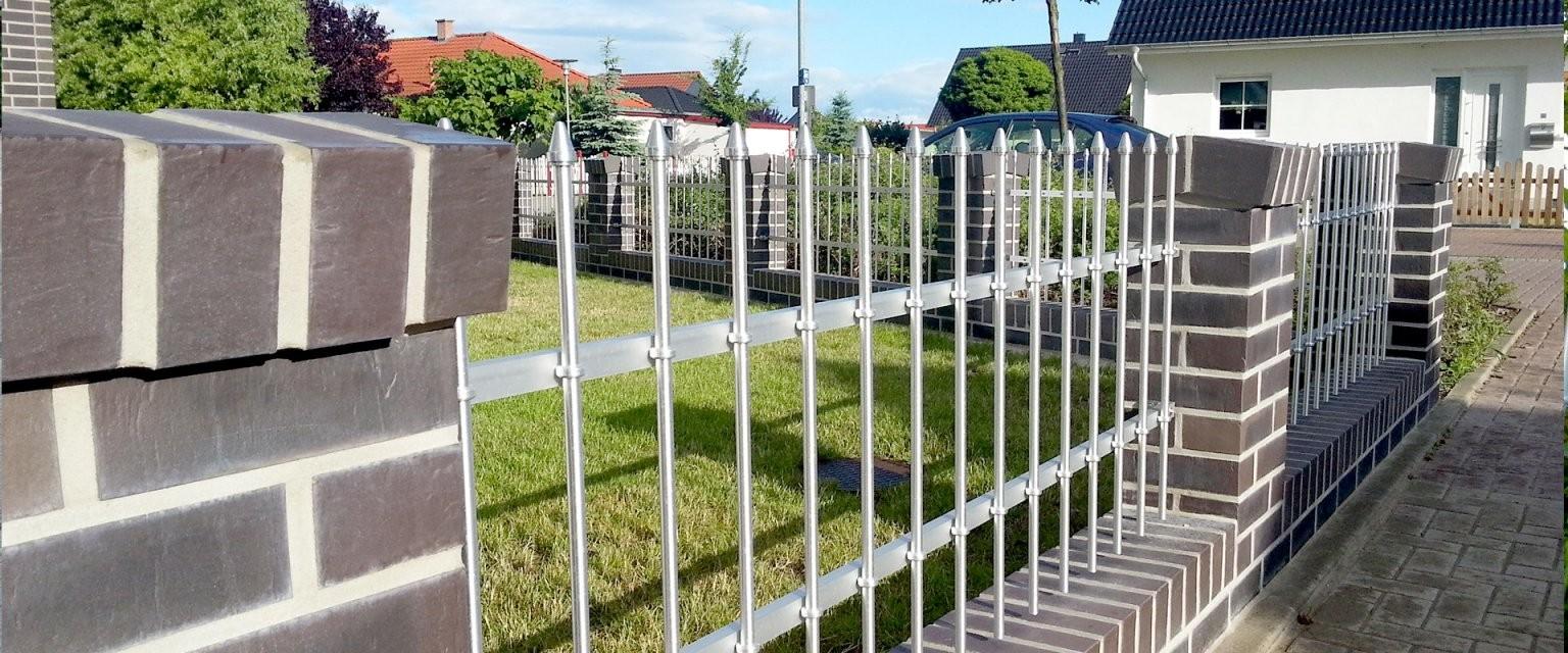 Selbstbauzäune  Zaun Selber Bauen  Seiler Zaun Design von Gartenzaun Selber Bauen Metall Bild