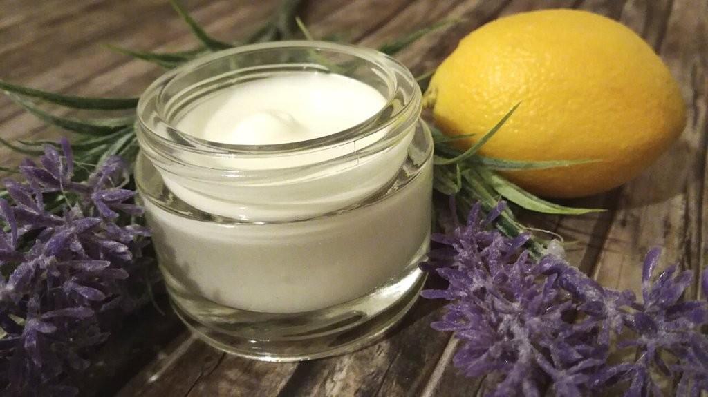 Selbstgemachte Naturkosmetik  Hautcremes Feuchtigkeitscremes von Lavendel Creme Selber Machen Bild