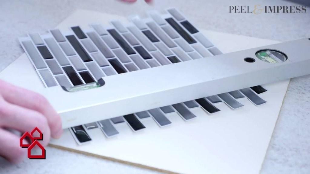 Selbstklebende Vinylmosaikmatte Peel  Impress Für Küchen  Bauhaus von Selbstklebende Pvc Fliesen Für Die Wand Bild