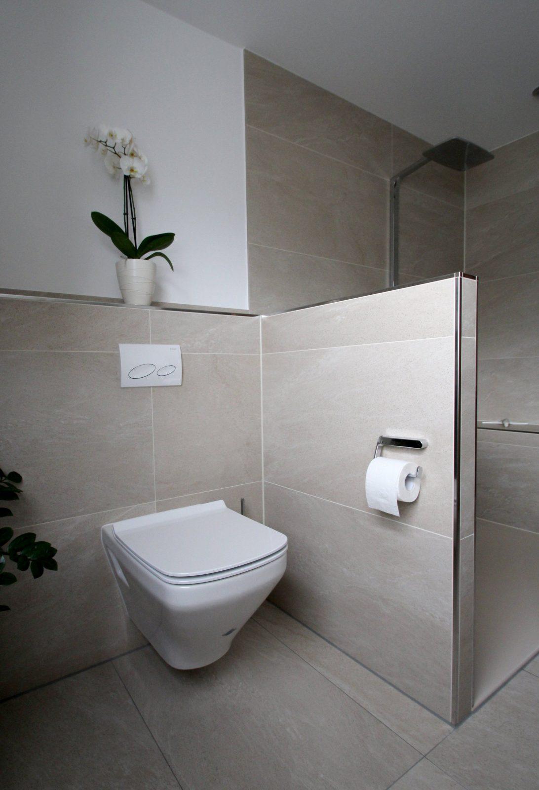 Seniorengerechtes Bad In Naturtönen  Diseño  Badezimmer von Kleines Bad Große Fliesen Photo