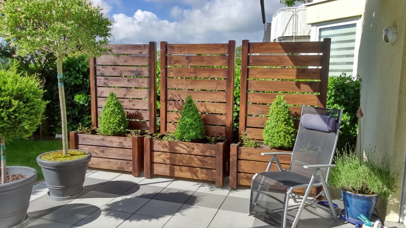 Sichtschutz Mit Blumenkasten On Balkon Sichtschutz Sichtschutz von Garten Sichtschutz Mit Blumenkasten Bild