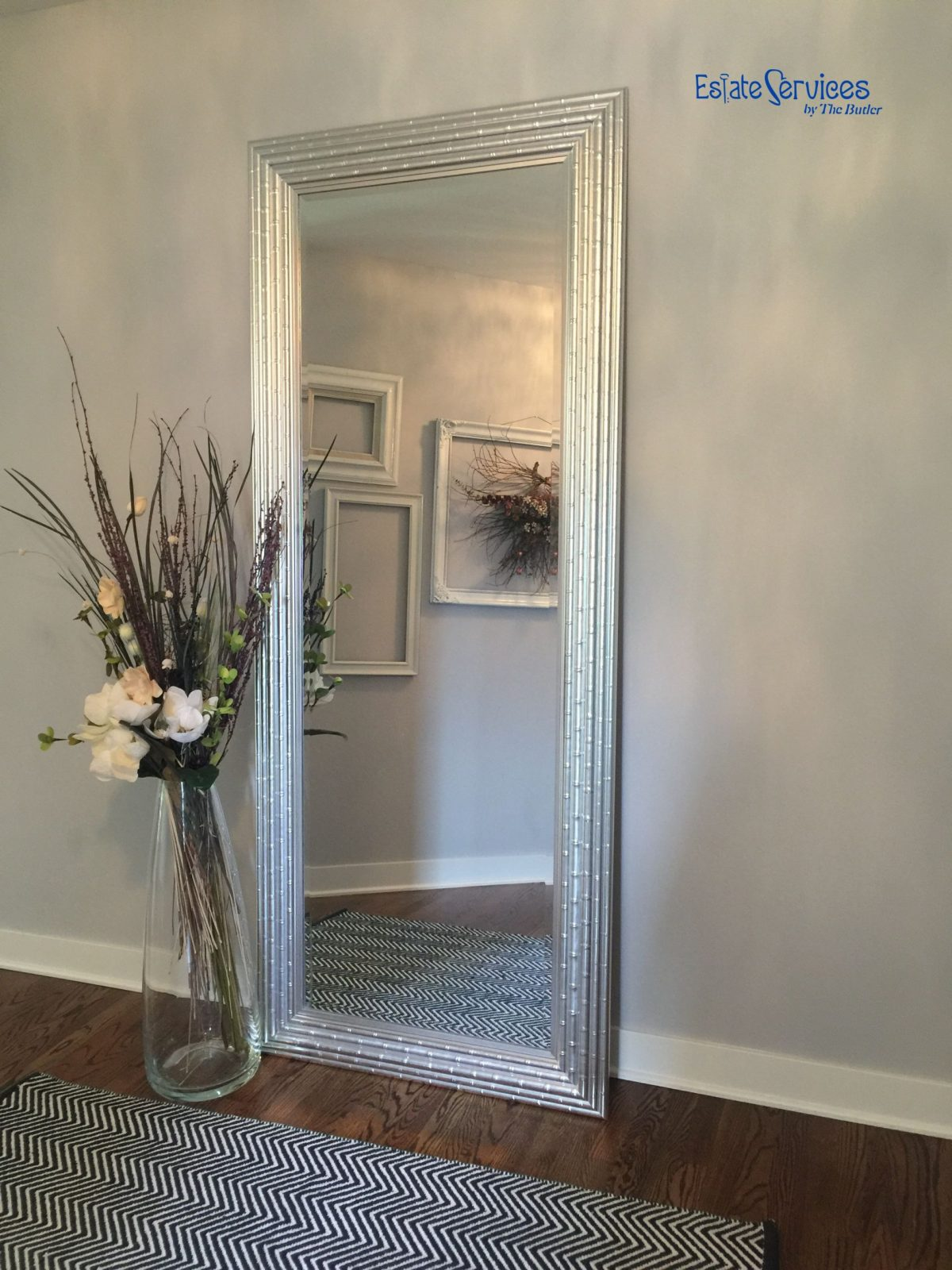 Simple Floor Accessory Tall Mirror For An Illusion For Added Space von Large White Floor Vase Bild
