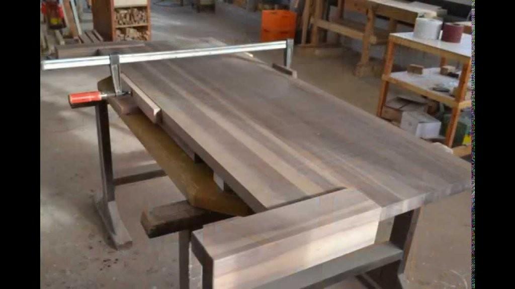So Entsteht Ein Massivholz Bett Aus Walnuss In Der Schreinerei Holz von Bett Aus Holz Bauen Bild
