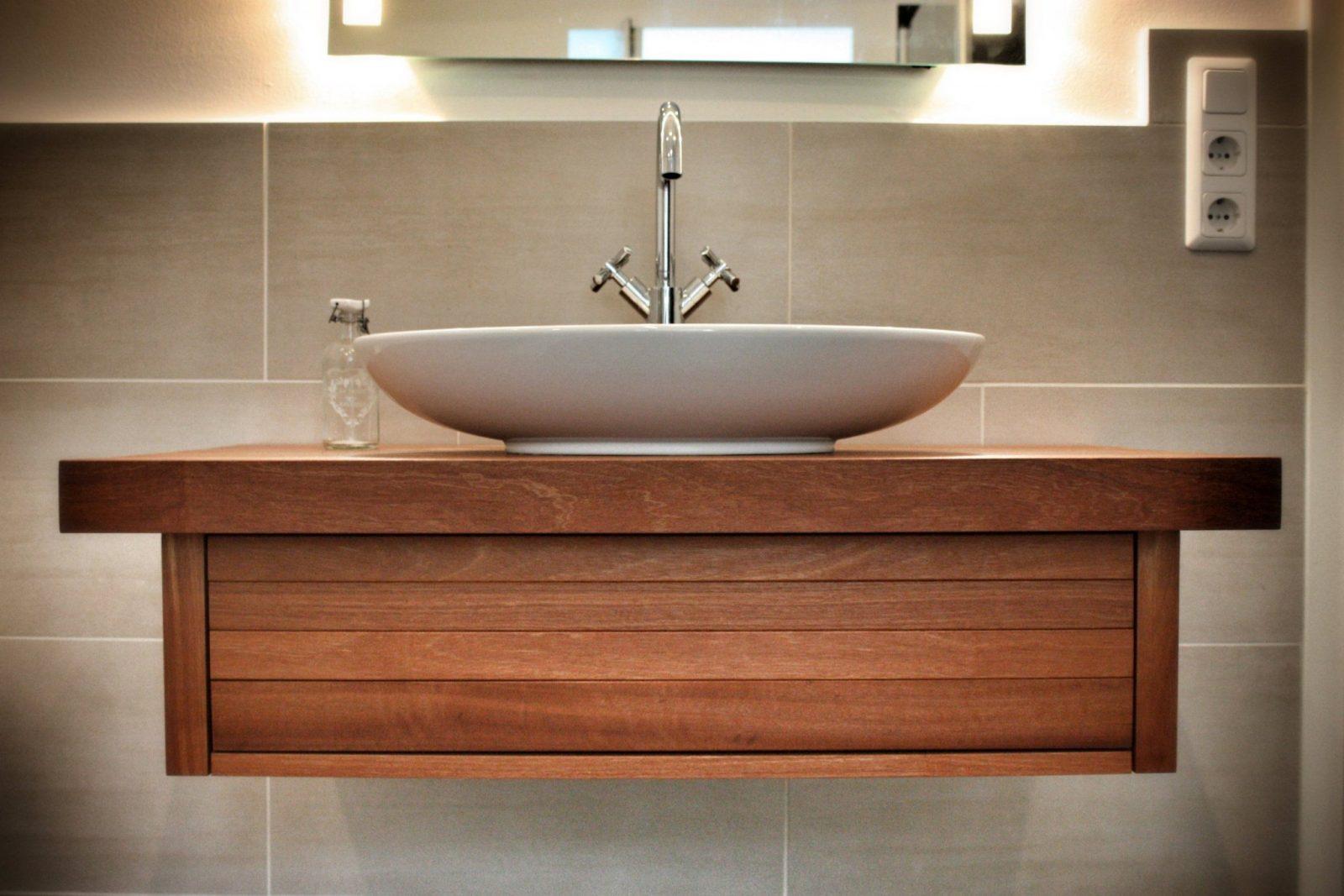Solids M1 Saint George Waschtisch Aus Holz  Waschbeckenunterschrank von Waschtisch Holz Mit Aufsatzwaschbecken Bild