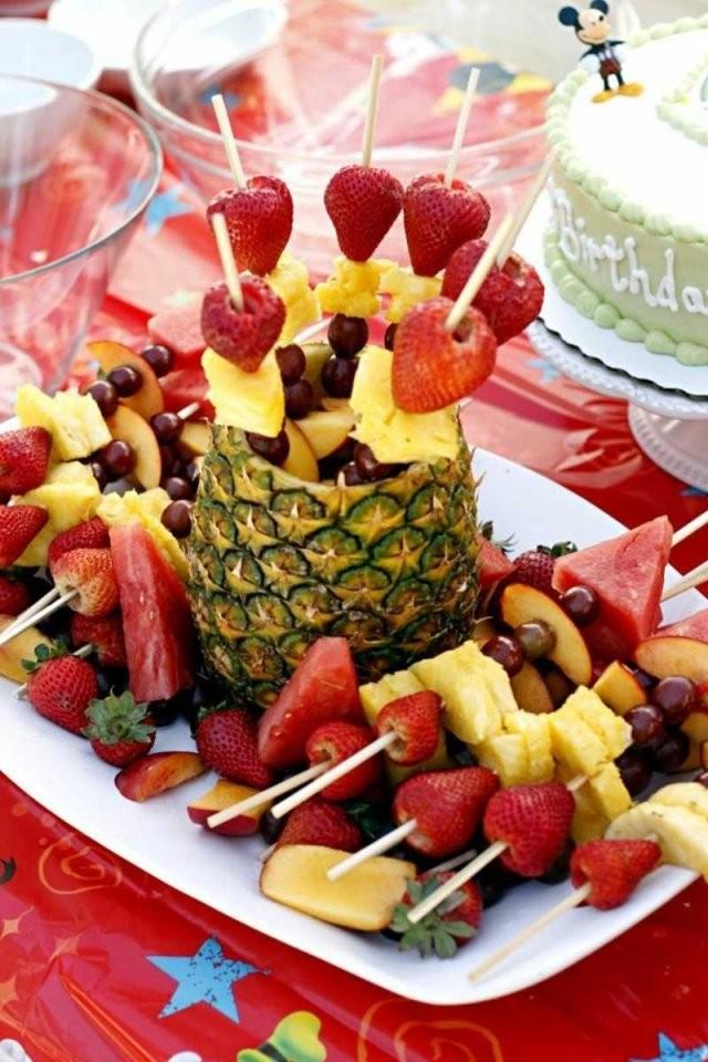Spießen Sie Für Den Kindergeburtstag Leckere Früchte Auf  Delicious von Obst Deko Für Kindergeburtstag Photo