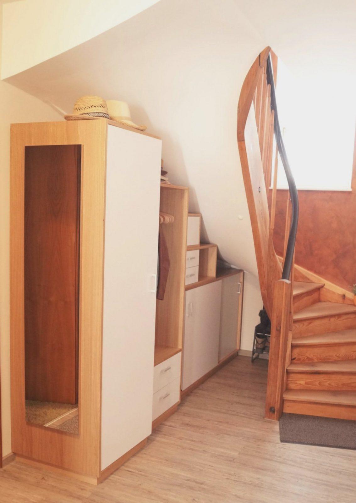 Stauraum Treppe Beispiele Frisch Schrank Unter Treppe In Nische von Schrank Unter Treppe Kaufen Bild