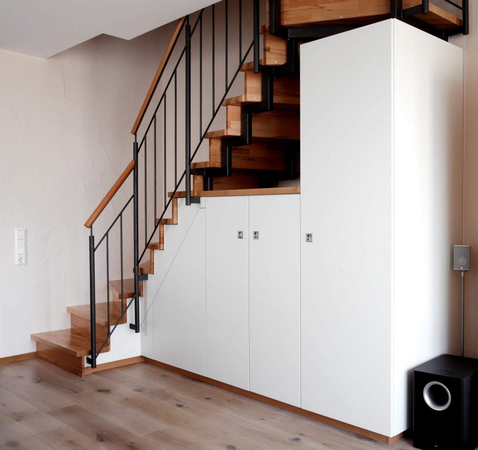 Stauraum Unter Treppe  Schreinerei  Holzdesign Rapp Geisingen von Regal Für Unter Die Treppe Bild