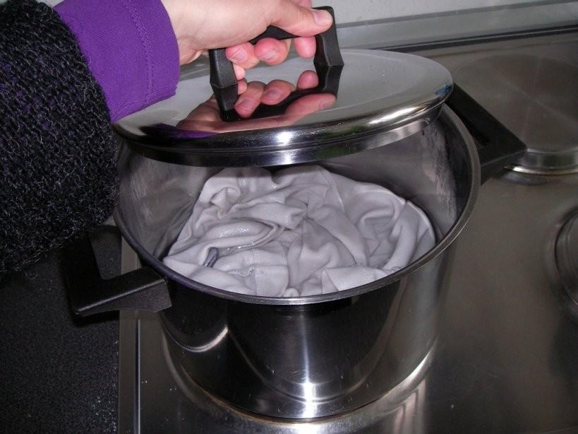 Stockflecken Entfernen  Tipps Und Hausmittel  Focus von Stockflecken Entfernen Stoff Hausmittel Photo