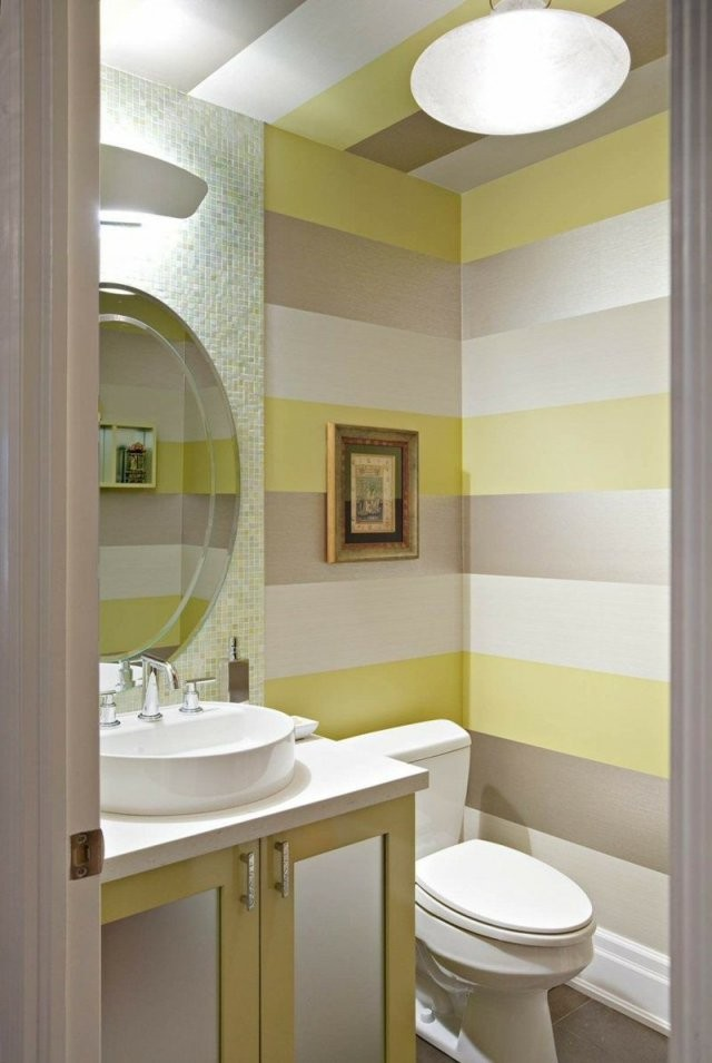 Streifen An Der Wand Im Bad In Silber Gelb Und Weiß  Mutti In 2019 von Streifen An Der Wand Bild