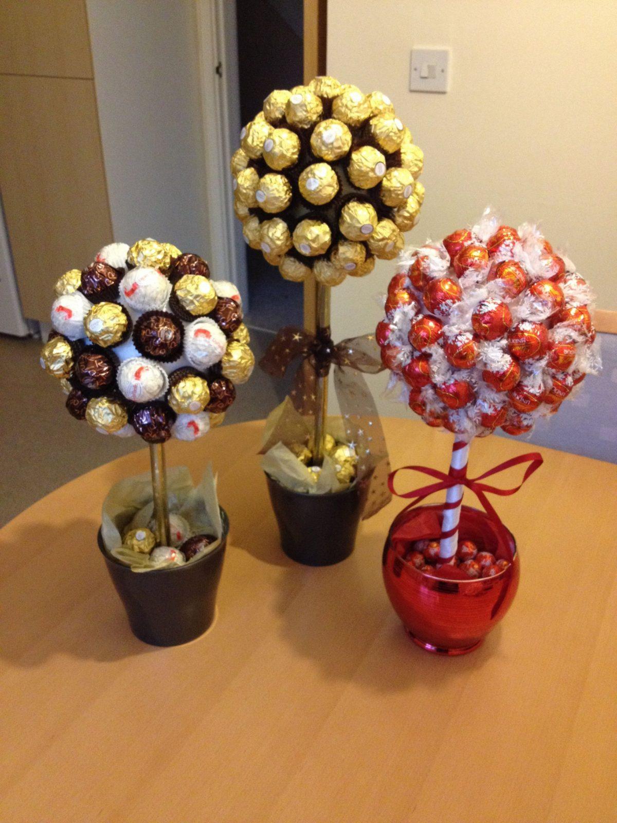 Süße Naschbäume Mit Ferrero Rocher And Lindor Schokolade  Geschenke von Rocher Baum Basteln Anleitung Photo