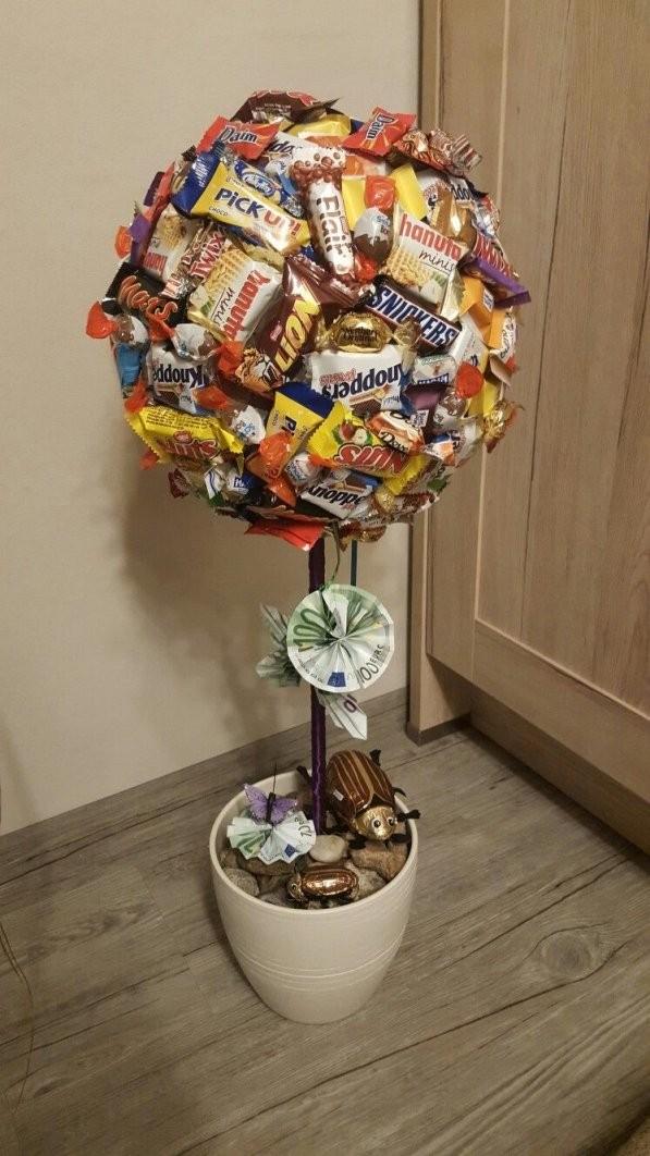 Süßigkeiten Baum Als Nettes Geldgeschenk  Dekor  Süßigkeiten von Rocher Baum Basteln Anleitung Bild