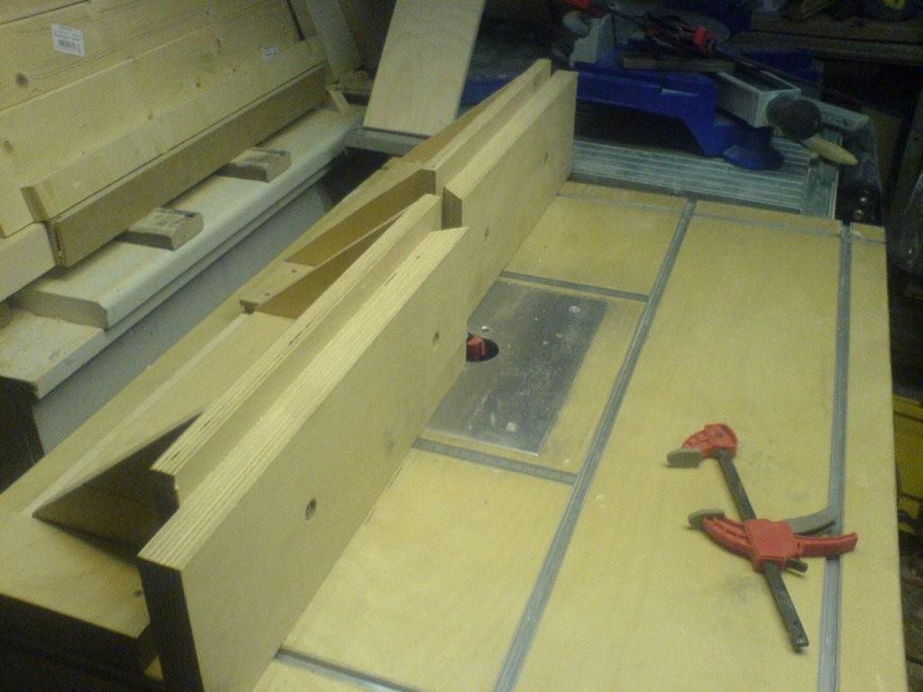 Tisch Für Die Oberfräse  Bauanleitung Zum Selberbauen  12Do von Oberfräse Zubehör Selber Bauen Bild