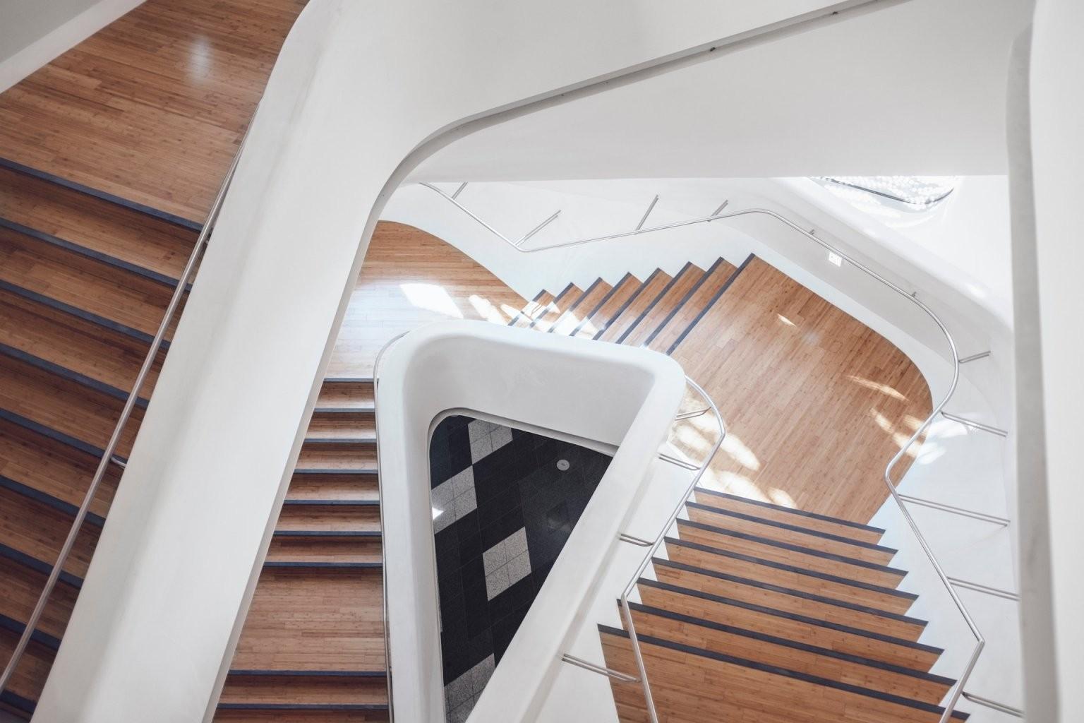 Treppe Lackieren  Treppe Streichen Anleitung von Holztreppe Streichen Welcher Lack Bild