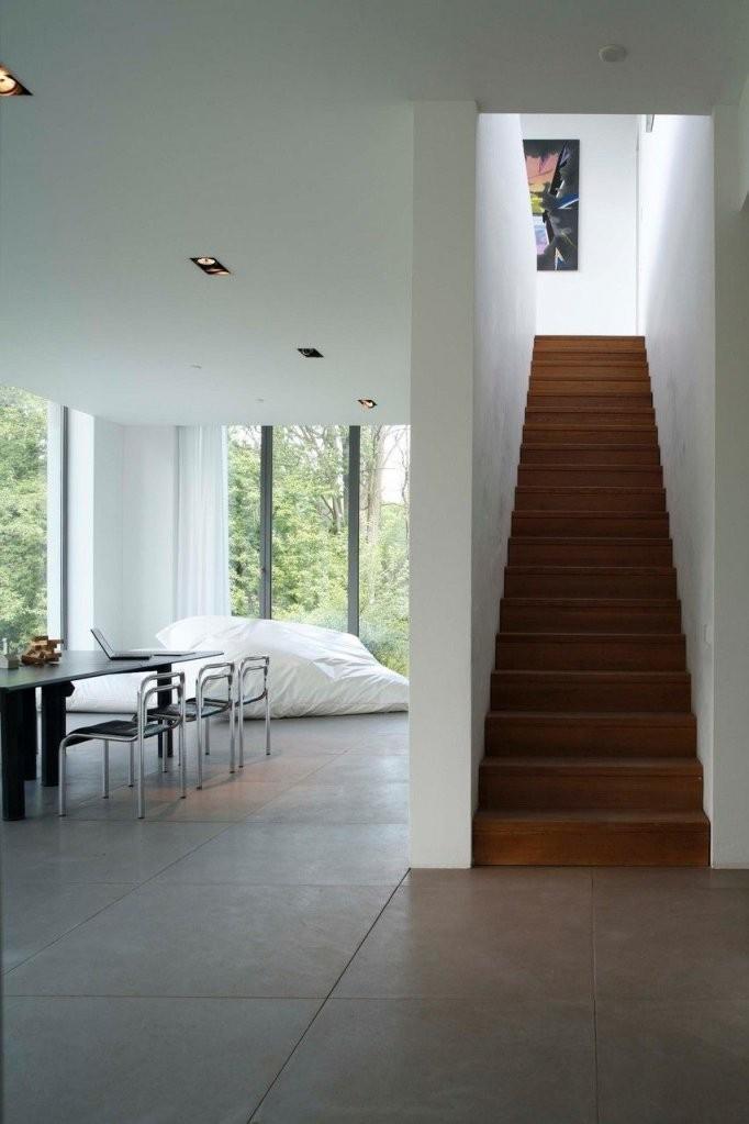 Treppe  Moderne Häuser  Bauhausstil Haus Fußböden Und Treppe Haus von Moderne Häuser Von Innen Bild
