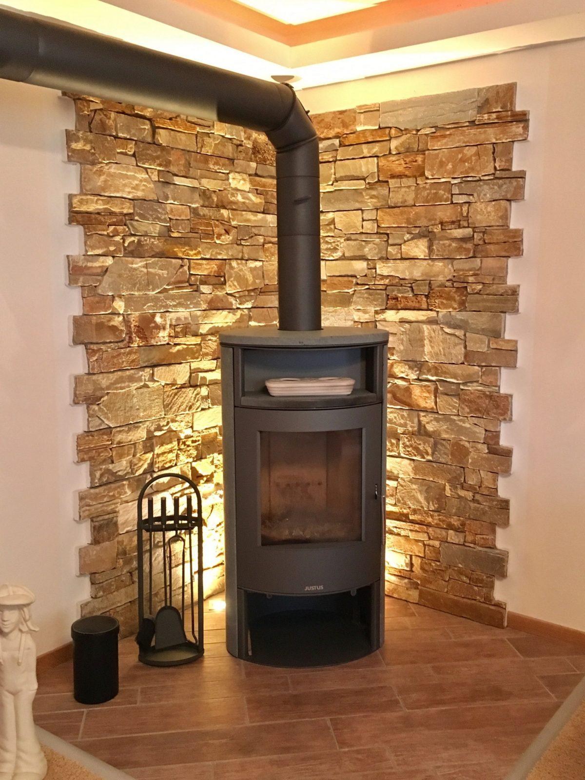 Trockenbau Mit Indirekter Beleuchtung Kaminecke  Fireplace In 2019 von Kamin Mit Steinen Verkleiden Bild