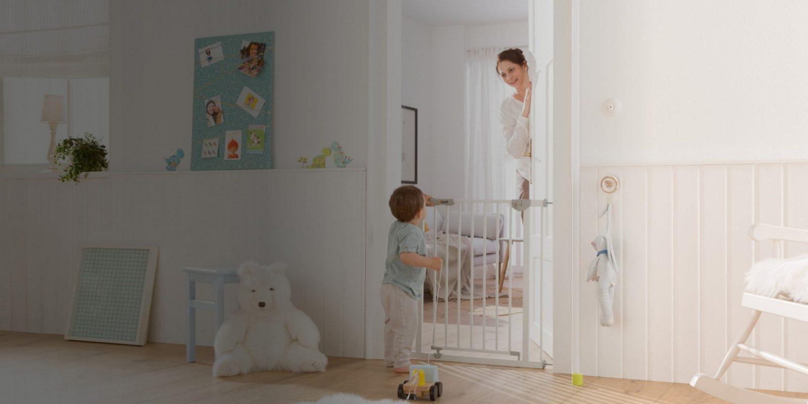 Tür Und Treppenschutzgitter  Schutzgitter  Zuhause  Hauck von Kindersicherung Treppe Ohne Bohren Bild
