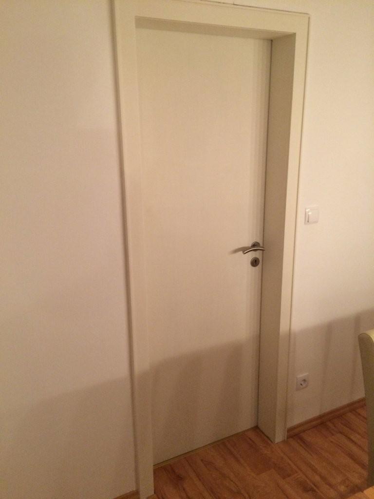Türen Lackieren  Anleitung Alte Türen Weiss Streichen  Diy von Kann Man Furnierte Türen Streichen Bild