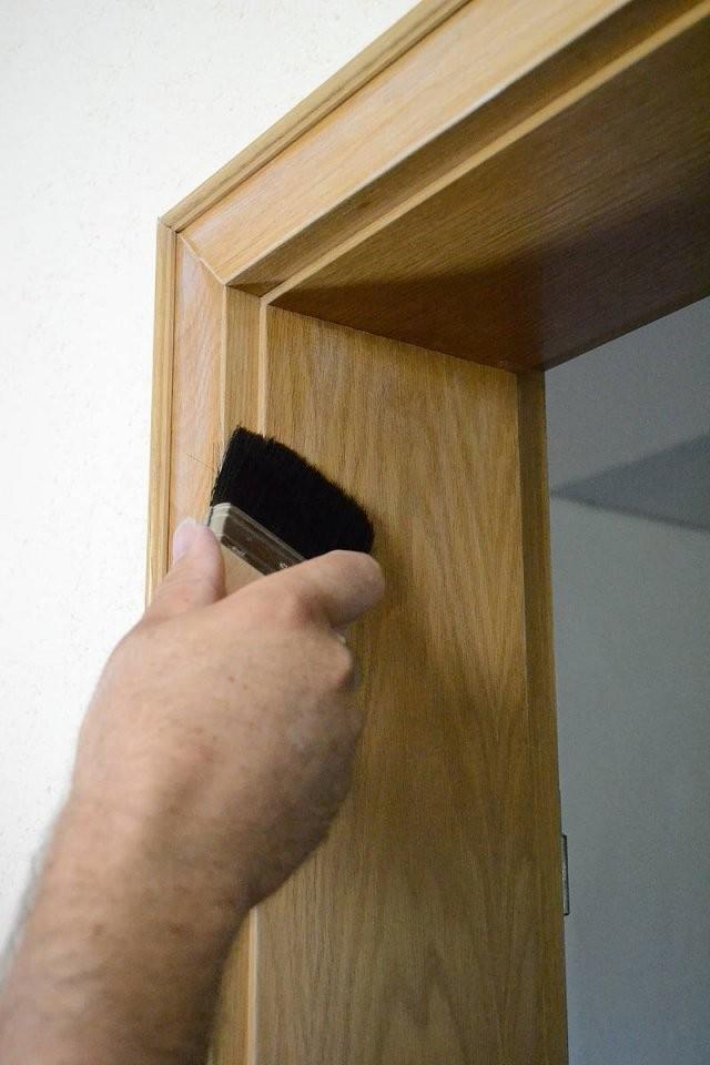 Türen  Türrahmen Streichen Anleitung  Tipps Alpina Lackieren von Türen Lackieren Ohne Schleifen Bild