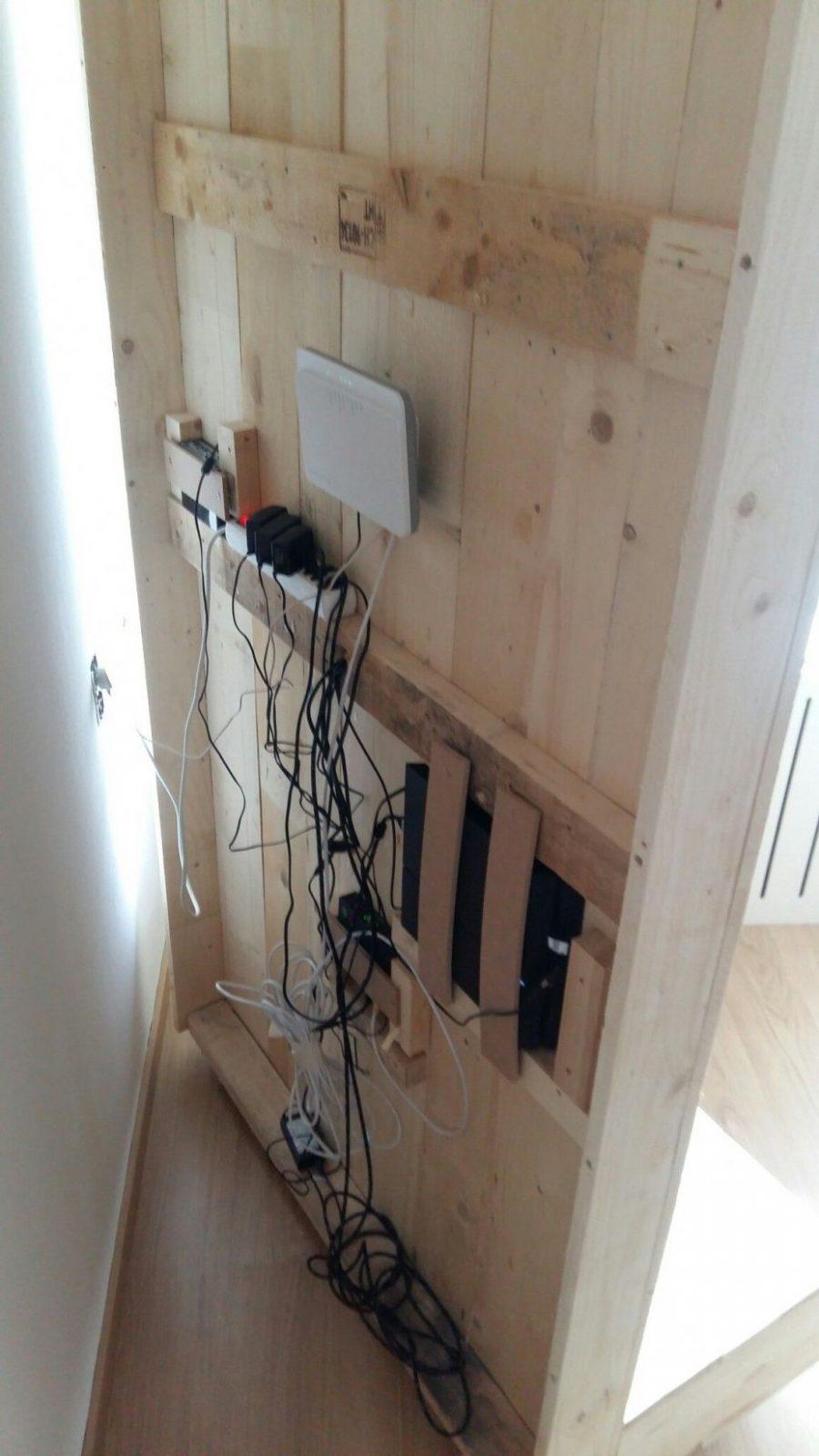 Tvrückwand Selbst Bauen Alle Kabel Verschwinden Hinter Der von Tv An Wand Kabel Verstecken Bild