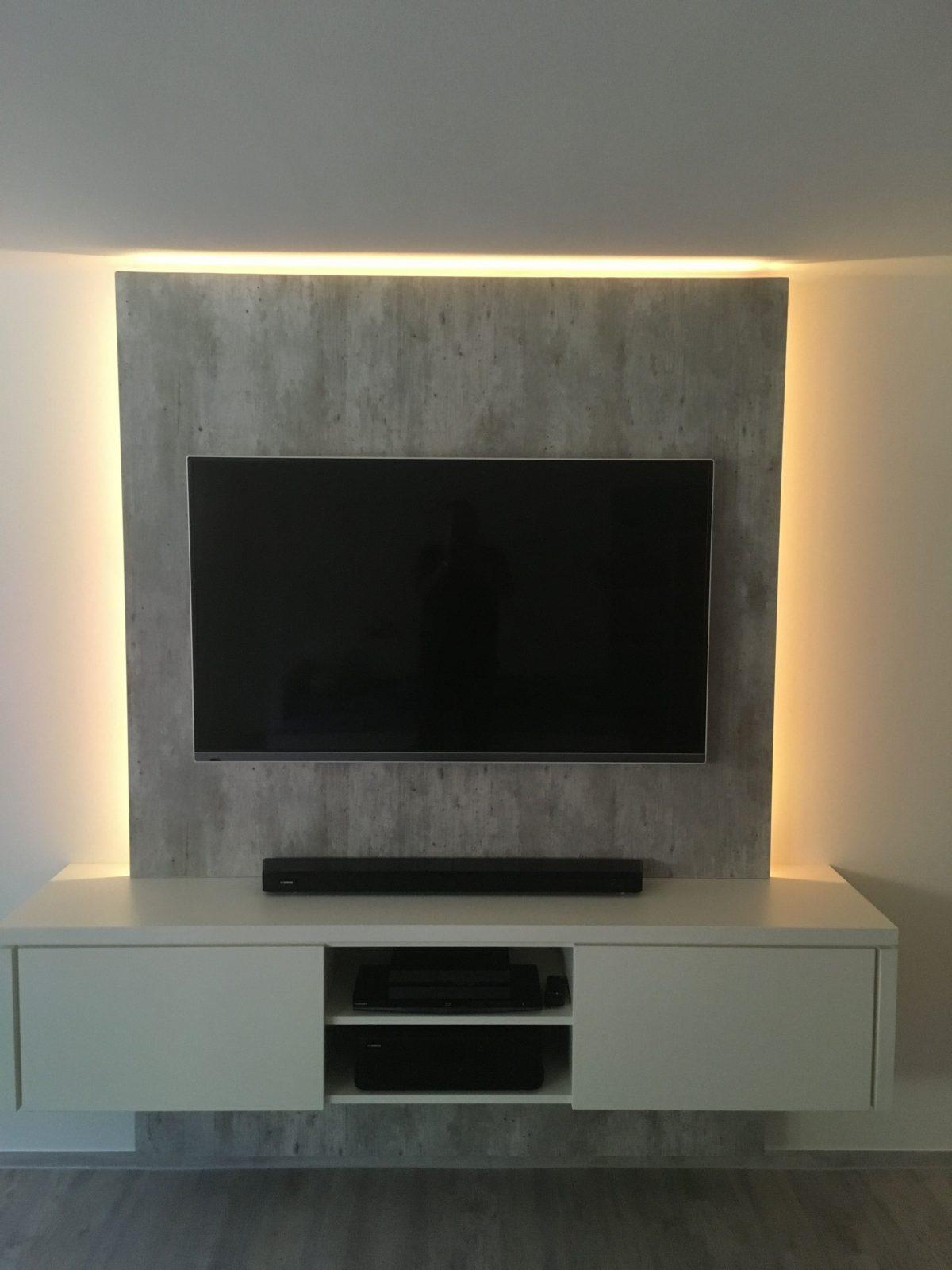 Tvwand In Gelungener Kombination Angesagte Betonoptik Und Vanille von Tv Wand Selber Bauen Laminat Photo