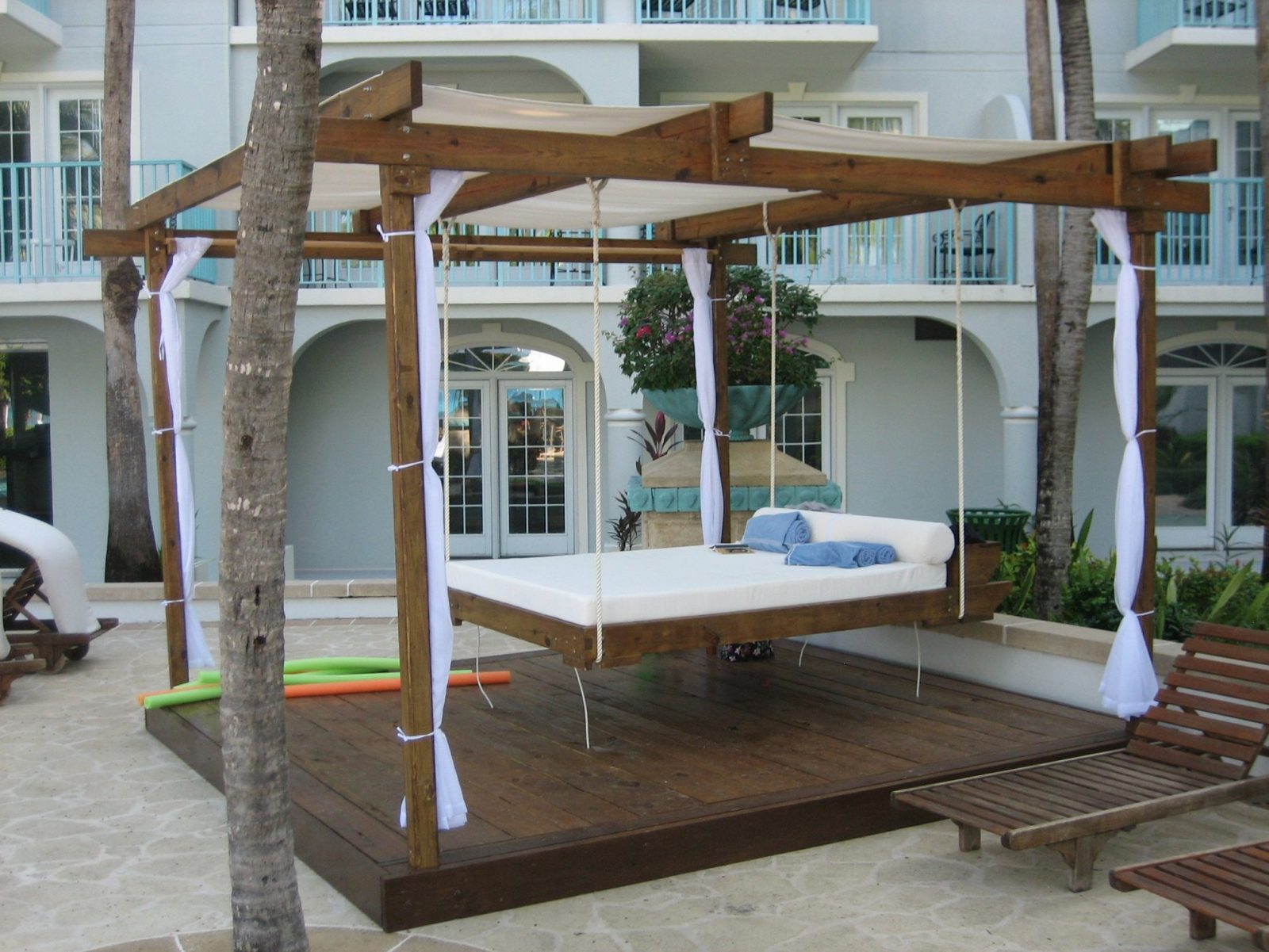 Unlock Round Hanging Bed Swinging Porch Beds Outstanding Swing Home For von Round Porch Swing Bed Bild