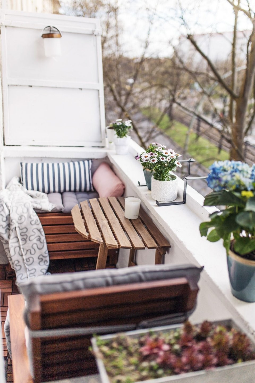 Unser Kleiner Minibalkon Tipps Einrichten Staufläche  Room von Tisch Für Kleinen Balkon Photo