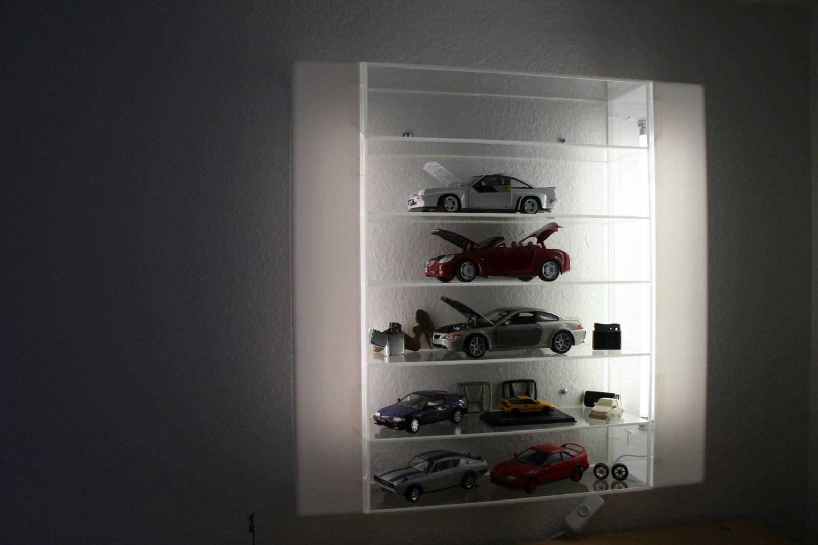 Vitrine Aus Plexiglas Mit Integrierter Beleuchtung Bauanleitung von Plexiglas Regal Selber Bauen Bild