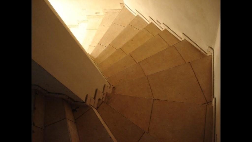 Wendeltreppe  Stiegenhaus  Treppe  Youtube von Gewendelte Treppe Fliesen Anleitung Bild