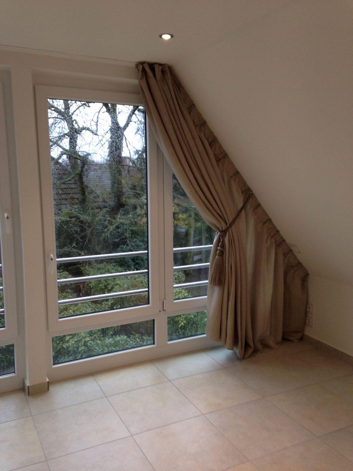 Wir Bekommen Auch An Ihre Dachschräge Einen Vorhang Dran  Otthonka von Gardinen Für Dachfenster Ideen Bild