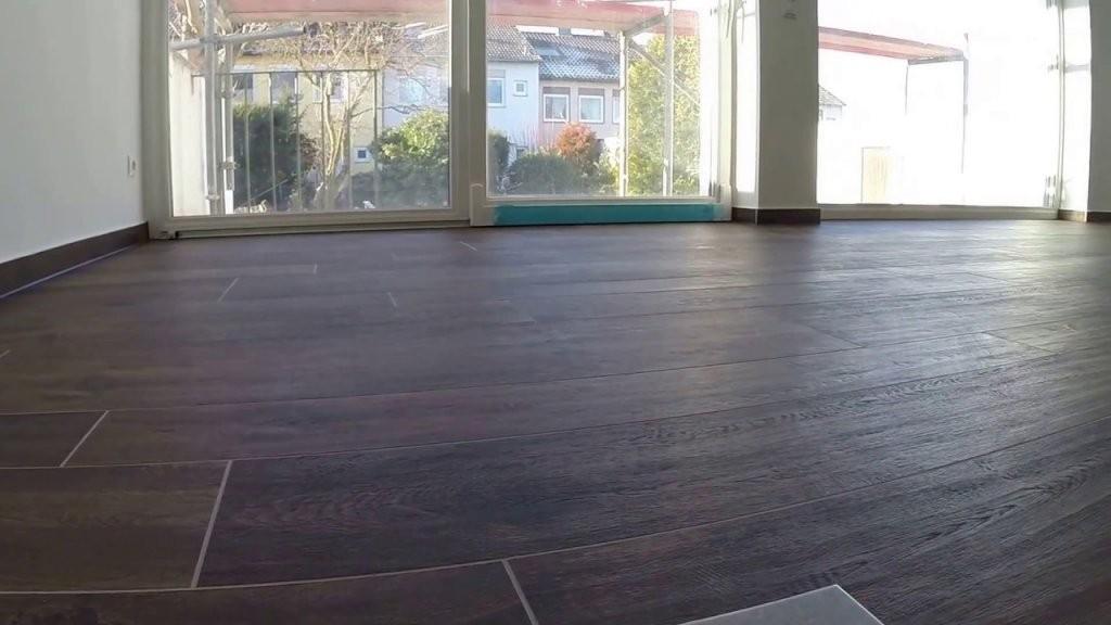 Wohnzimmer Bodenfliesen Holzoptik  Youtube von Fliesen In Holzoptik Wohnzimmer Bild