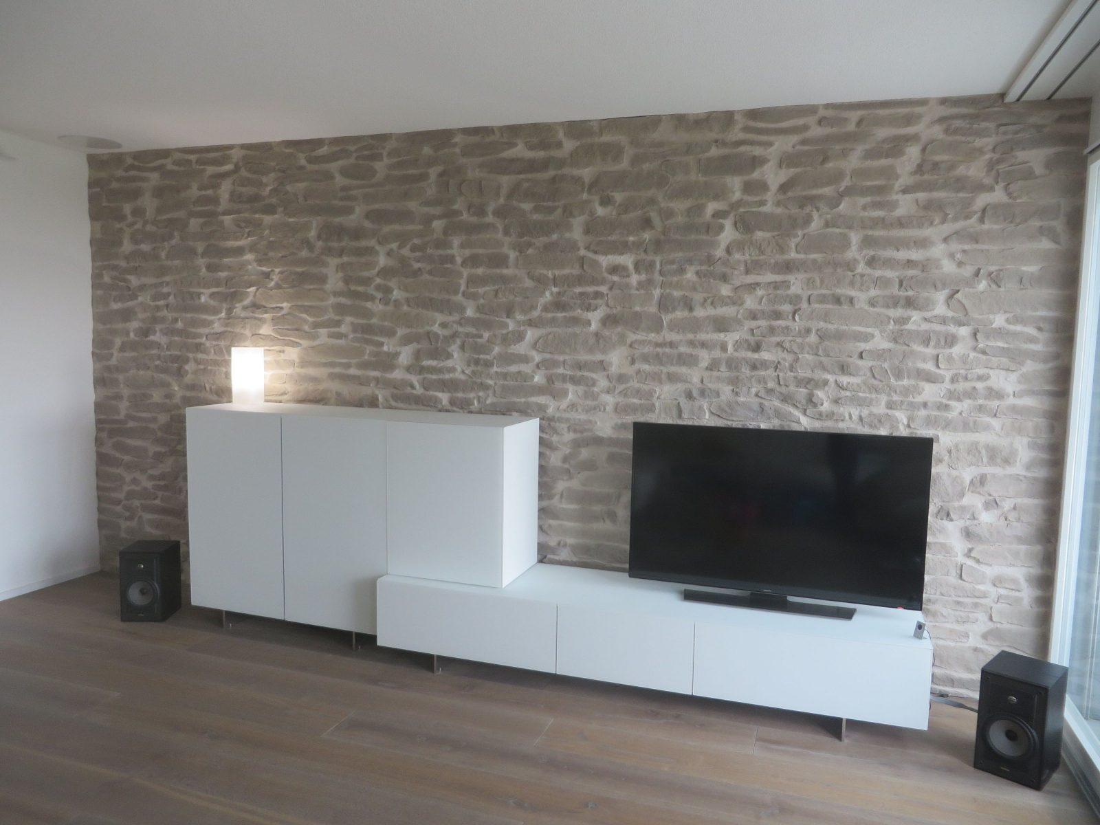 Wohnzimmerwand Steinoptik Lajas  Wohnzimmer  Wohnzimmerwand von Wände Mit Steinen Gestalten Bild