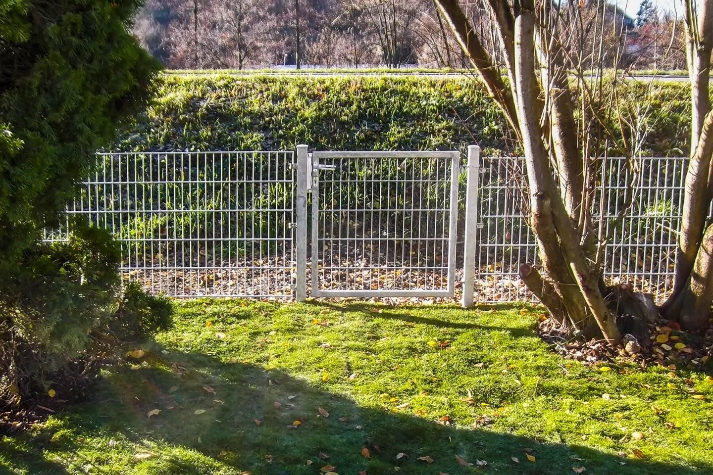Zaunbau Ist Einer Der Kernleistungen Von Dewald Garten  Zaun Aus von Kleiner Zaun Für Vorgarten Photo