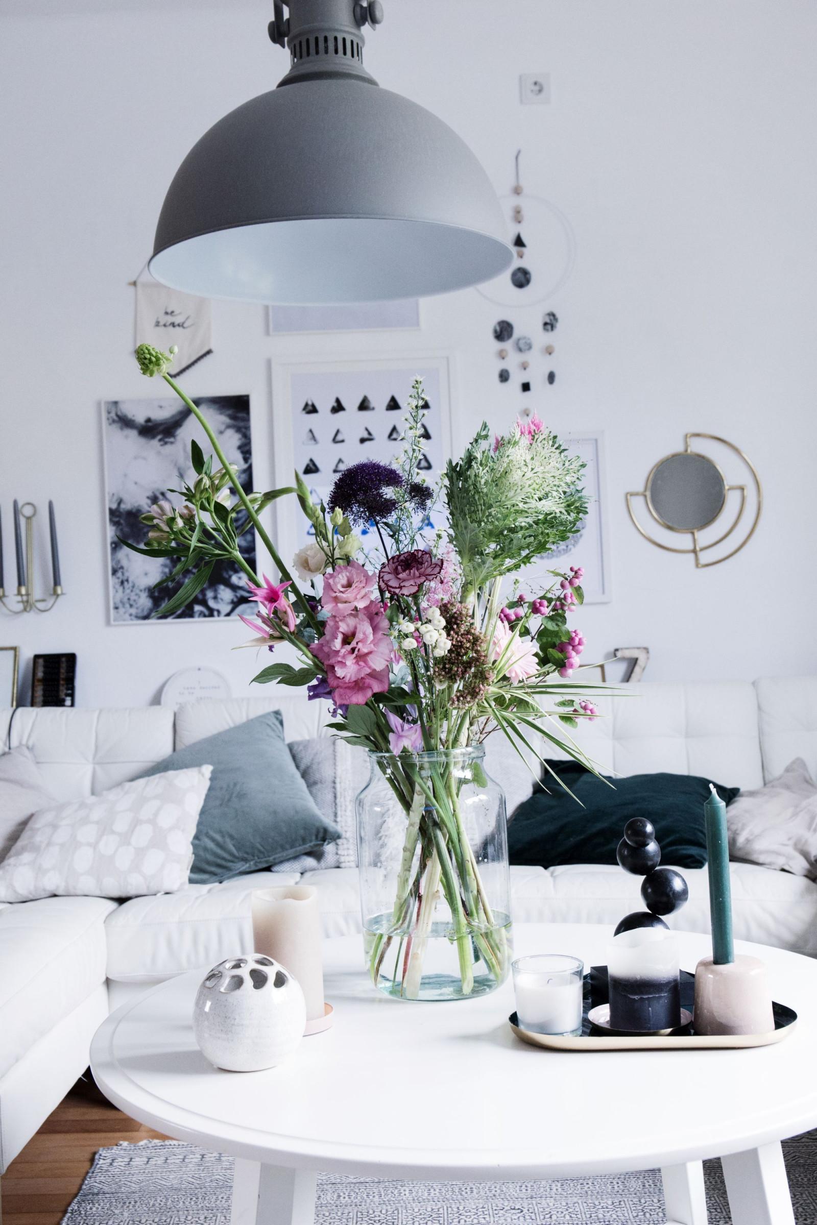 Außergewöhnliches Bloomon Bouquet Als Dekoration Im von Blumen Deko Wohnzimmer Photo