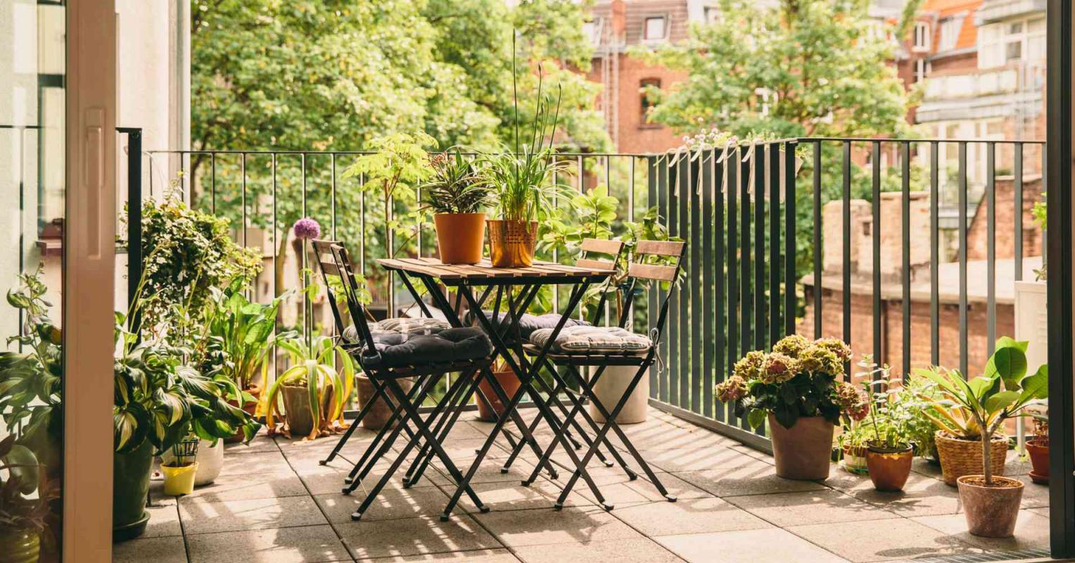 Balkon Gestalten Inspirationen  Ideen Fürs Freiluftwohnzimmer von Wohnzimmer Mit Pflanzen Gestalten Bild