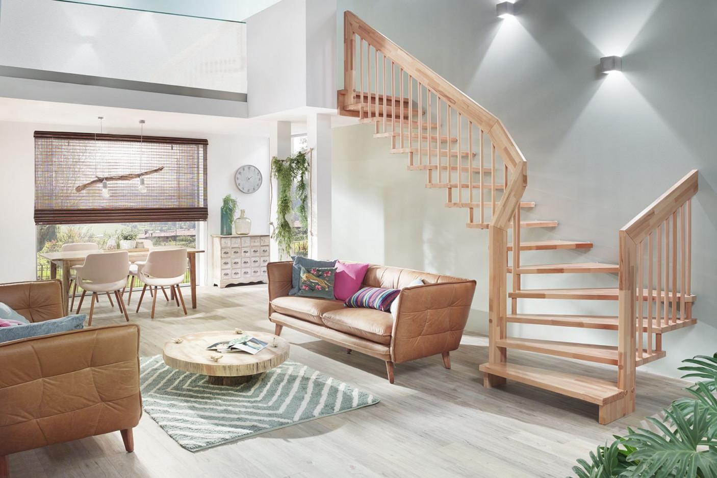 Basistreppe  Holztreppe Haus Deko Treppe von Wohnzimmer Mit Treppe Einrichten Photo