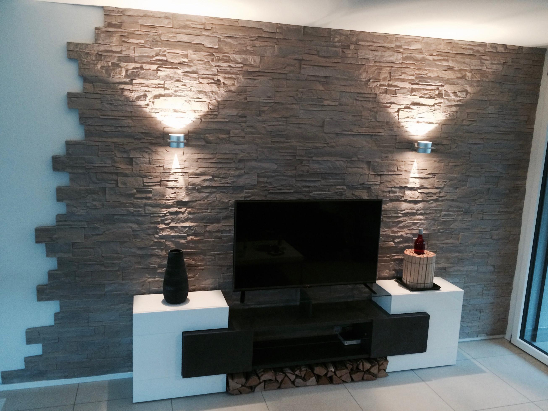 Beleuchtetes Dekowand Mit Steinverkleidung In 2020 von Moderne Wandverkleidung Wohnzimmer Photo