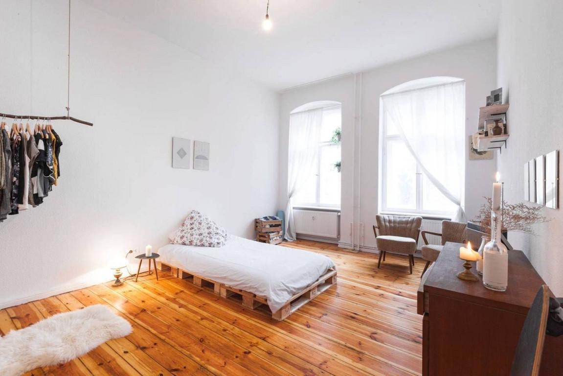 Big Room (20M2) In The Hipster Heart Of Neukolln von 20M2 Wohnzimmer Einrichten Bild