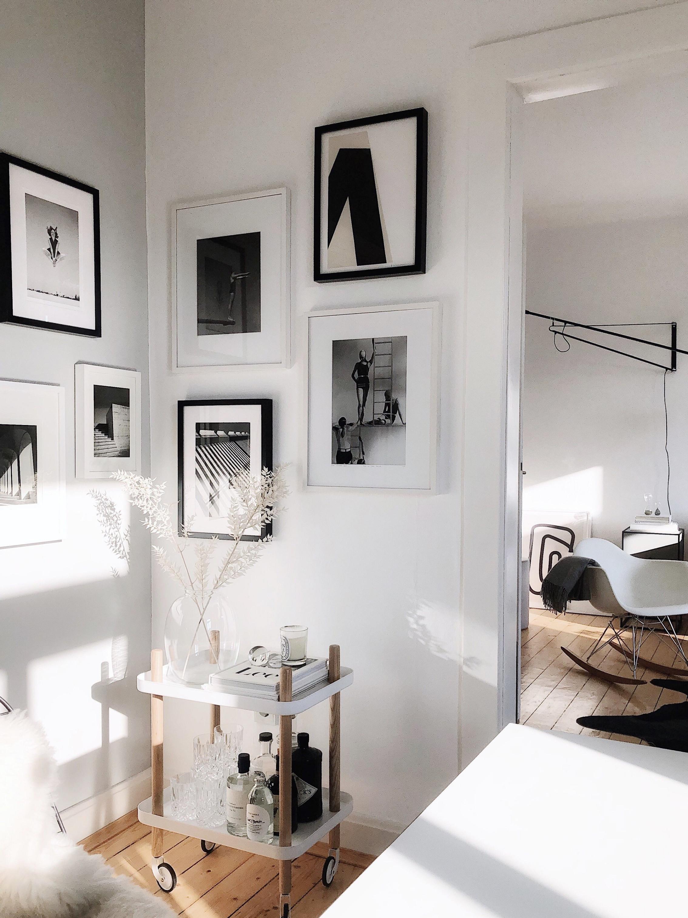 Bilder Aufhängen So Geht's Richtig  Bild Wand Schlafzimmer von Bilder Im Wohnzimmer Aufhängen Bild