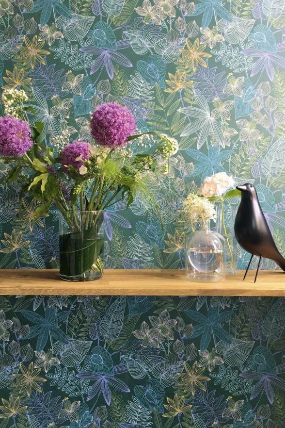 Bunte Tapete Evergreen In Blau Für Das Exotische Wohnzimmer von Bunte Tapeten Wohnzimmer Bild