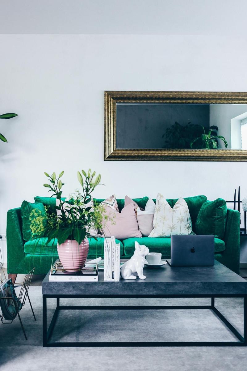 Coffee Table Inspiration Frische Blumen Rosa Accessoires von Accessoires Wohnzimmer Ideen Bild