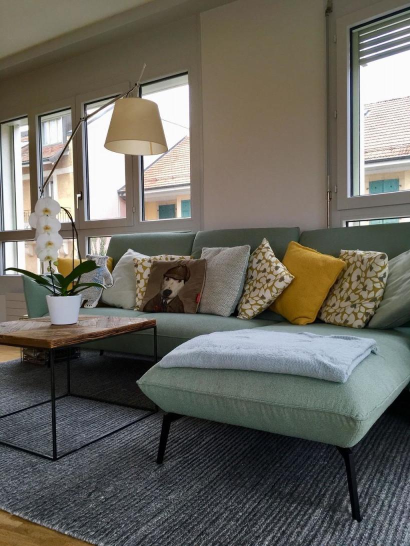 Couch Senfgelb Mint  Wohnzimmer Gestalten Gelbes von Mint Deko Wohnzimmer Bild