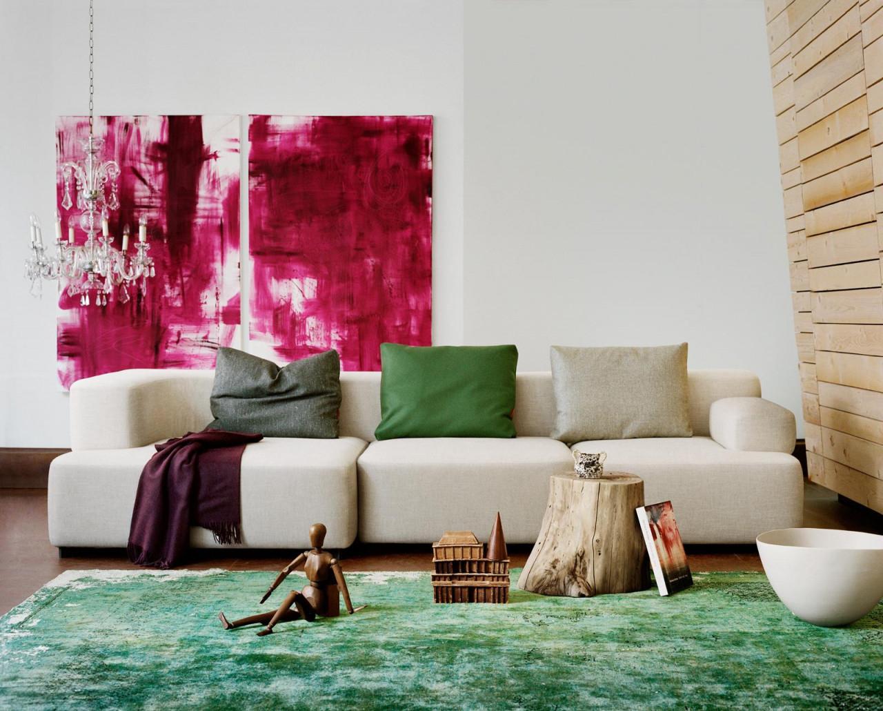 Cremefarbene Couch Und Grüner Teppich Gepaart Mit Pi von Grüner Teppich Wohnzimmer Bild
