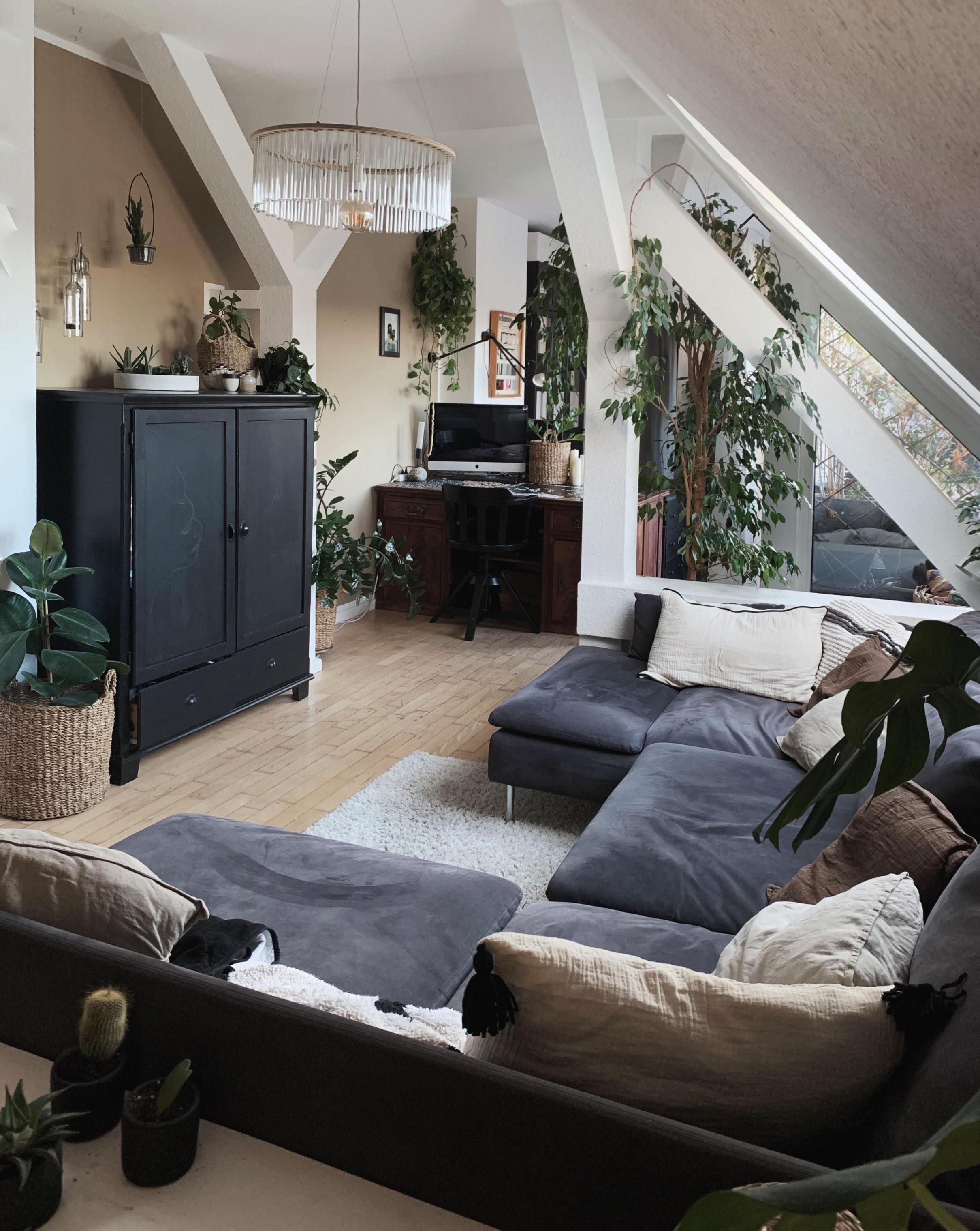 Das Halbe Wohnzimmer Ist Eine Couch Und Ich Lieb von Dachgeschoss Wohnzimmer Einrichten Photo