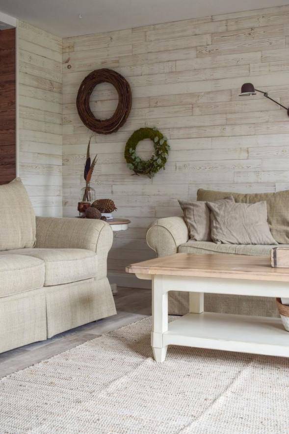 Deko Für Das Wohnzimmer Und Die Wand Mit Kranz Und Wandlampe von Deko Landhausstil Wohnzimmer Bild