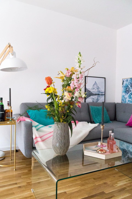 Dekoidee Einzelne Schnittblumen Arrangieren  Günstig von Deko Für Wohnzimmer Glastisch Bild