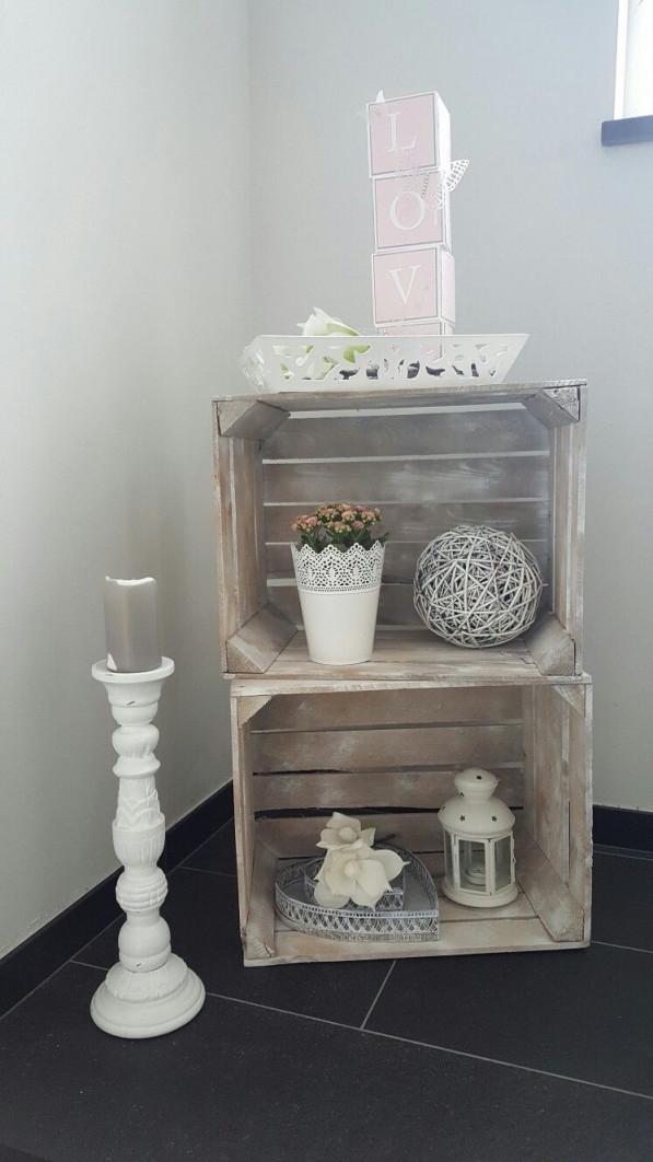 Dekoration Im Treppenhaus  Landhausstil In Rosa Und Weiß von Deko Wohnzimmer Landhausstil Bild